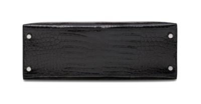 AN EXCEPTIONAL SHINY BLACK POR