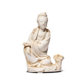 A FINE DEHUA FIGURE OF A SEATED GUANYIN