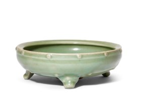 A LONGQUAN CELADON DRUM-SHAPED TRIPOD CENSER
