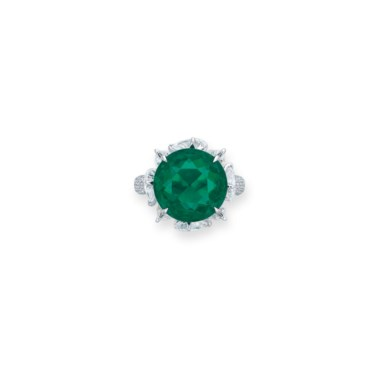 A rare emerald and diamond ring. Estimate HK$4,300,000-6,500,000. Offered in Hong Kong Magnificent Jewels on 28 May 2019 at Christie's in Hong Kong