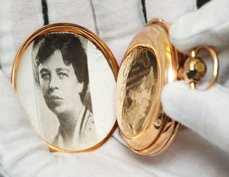 The inside of the case reveals a photograph of a young Eleanor Roosevelt