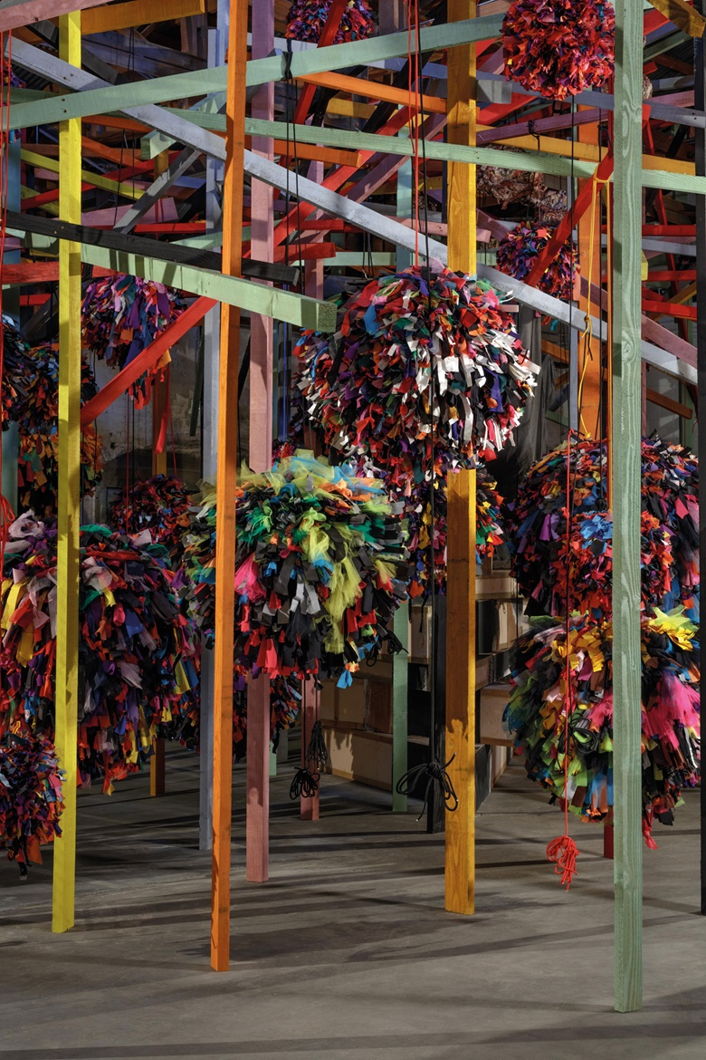 Phyllida Barlow, Untitled GIG (detail), 2014. Revolution in the Making Abstract Sculpture by Women, 1947-2016. Installation view at Hauser & Wirth & Schimmel, Los Angeles. Courtesy of the artist and Hauser & Wirth. © Phyllida Barlow. Photo Fredrik Nilsen
