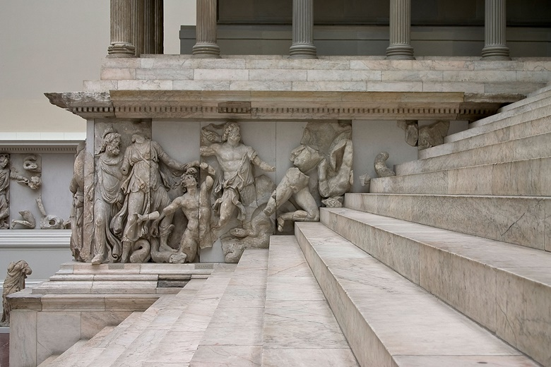 Detail of the Pergamon Altar. Photo © Staatliche Museen zu Berlin, Antikensammlung  Photographer Johannes Laurentius