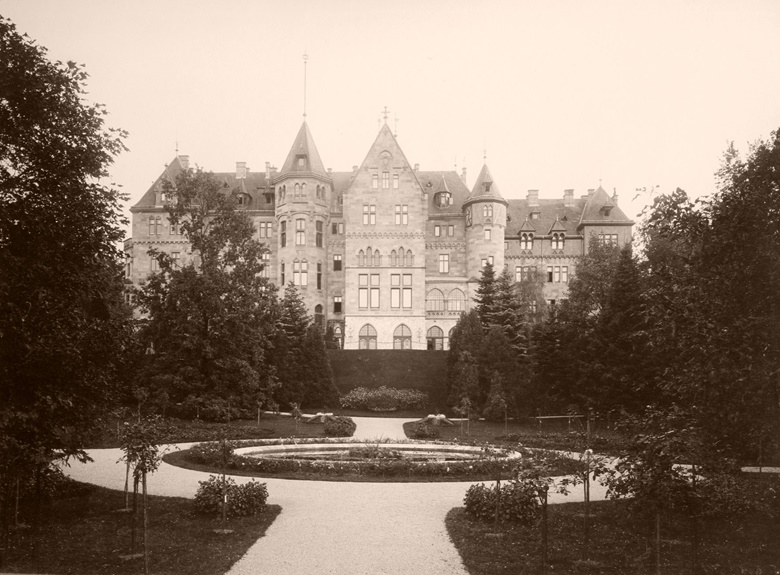 The northside of Schloss Cumberland — the palace in Upper Austria built by George V's son, Ernest Augustus — photographed in 1907